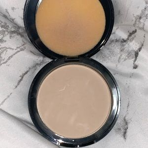 Oriflame Beauty Studio Artist Pressed Powder Light